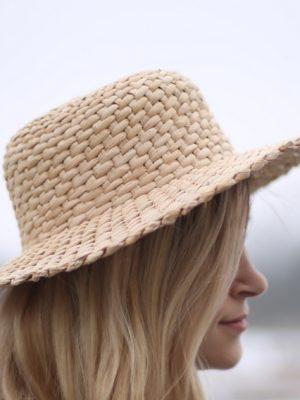 kapelusz z pałek wodnych
