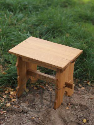 stołek drewniany