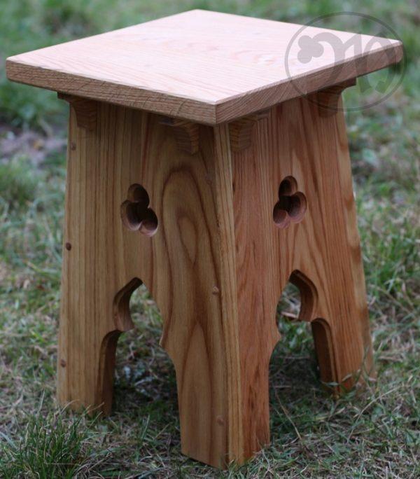 stołek gotycki drewniany