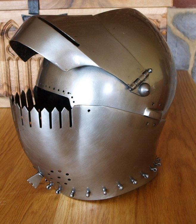 hełm średniowieczny armet