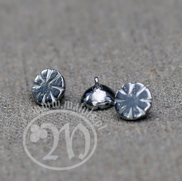 Tin alloy rosette button.